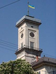 Пл. Ринок, 1. Вид на вежу ратуші