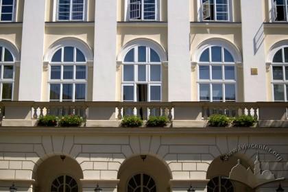 Пл. Ринок, 1. Фрагмент ризаліту західного фасаду
