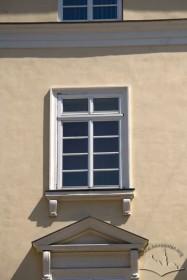 Пл. Ринок, 1. Вікно ІІІ-го поверху