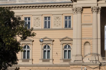 Vul. Universytetska, 1. Main facade of a lateral wing