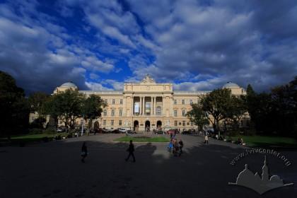Vul. Universytetska, 1. Main facade