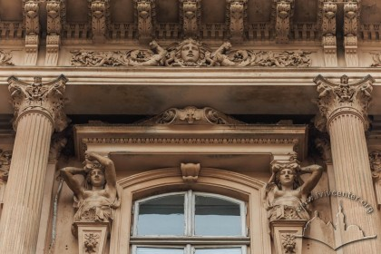 Vul. Sichovykh Striltsiv, 3. Plasterwork above a 3rd floor window