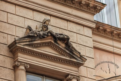 Vul. Sichovykh Striltsiv, 3. Pediment above a window on the 2nd floor