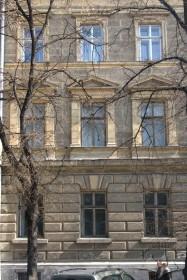 Вул. Князя Романа, 1. Фрагмент головного фасаду
