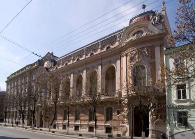 Vul. Lystopadovoho Chynu, 6. The building's principal facade