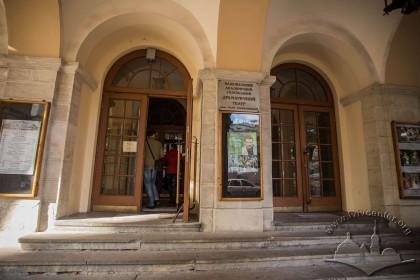 Vul. Lesi Ukrainky, 1. The main entrance to the theater