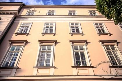 Vul. Lesi Ukrainky, 1. A part of the principal facade