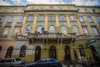 Vul. Lesi Ukrainky, 1. Central part of the eastern facade