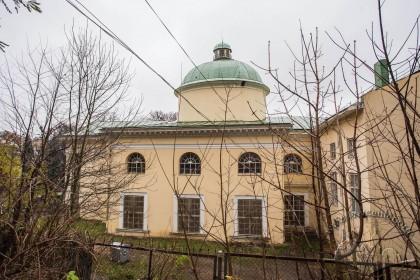 Вул. Стефаника, 2. Південний фасад каплиці-книгосховище, вид зі схилу цитадельного пагорба