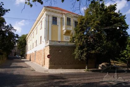 Вул. Бібліотечна, 2. Вигляд будинку з пл. Шашкевича