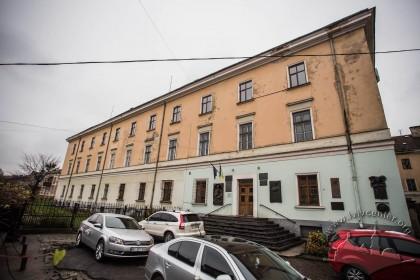 Вул. Грушевського, 4. Головний фасад будинку