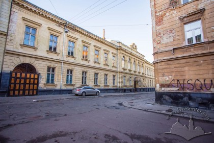 Vul. Kyryla i Mefodiya, 6. A view of the academic building from vul. Kobylianskoi