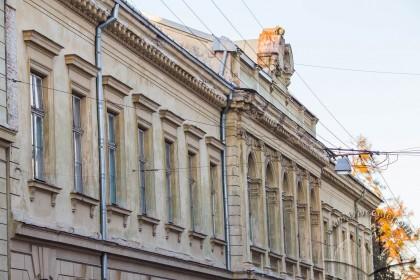 Vul. Kyryla i Mefodiya, 6. Principal facade