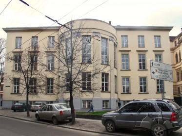 Вул. Устияновича, 5. Північний фасад будинку, вигляд з вул. Устияновича