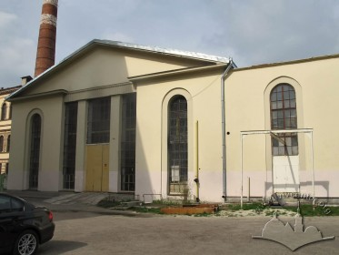Вул. Устияновича, 5. Фрагмент південного фасаду