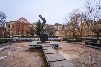 Vul. Pekarska, 52. Monument to medics who died during Second World War which stands in the center of the ensemble