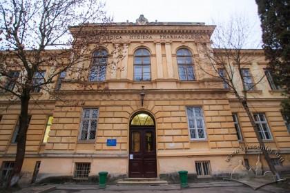 Vul. Pekarska, 52. Central avant-corps of the Hygiene and Pharmacology Building