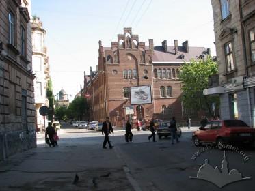 Вул. Леонтовича, 2. Bигляд будинку школи з вул. Огієнка