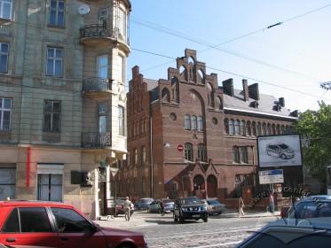 Вул. Леонтовича, 2 - вигляд будинку з вул. Городоцької