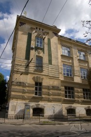 Vul. Snopkivska, 47. Northwestern corner of the building