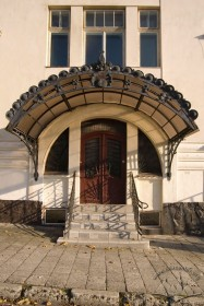 Vul. Lychakivska, 107. Portal situated on the western facade