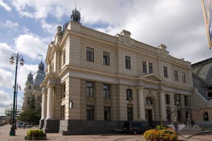 Pl. Dvirtseva, 1. The building's northeastern facade
