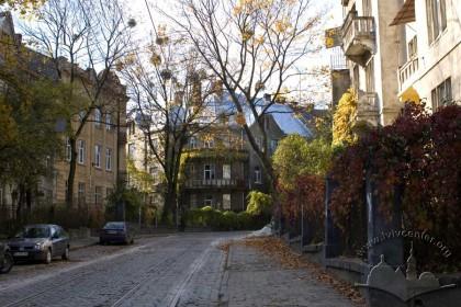 Перспектива вул. Котляревського, вигляд з північного сходу. У центрі - будинок №23