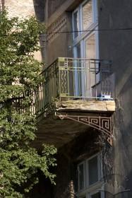 Вул. Котляревського, 23. Балкон 2-го поверху на головному фасаді
