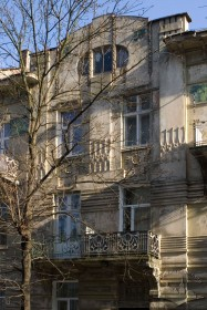 Вул. Богуна, 5. Центральний пристінок фасаду