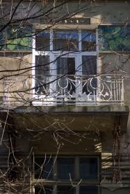 Вул. Богуна, 5. Балкон 2-го поверху