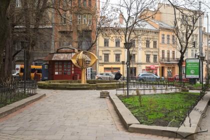 Фонтан на пл. Галицькій. Вигляд зі сходу у бік вул. Князя Романа
