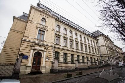 Вул. Грушевського, 5. Загальний вигляд будинку бібліотеки