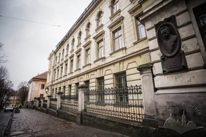 Вул. Грушевського, 5. Ліва частина головного фасаду