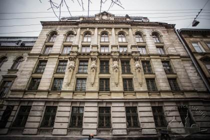 Вул. Грушевського, 5. Права частина головного фасаду