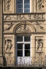 Просп. Свободи, 1-3. Фрагмент головного фасаду в рівні ІІ-го пов. з багатим скульптурним декором