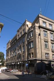 Вул. Коперника, 4. Наріжна частина будинку на розі вул. Коперника та Банківської
