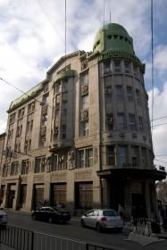 Вул.Гнатюка, 2. Вид на бічний фасад будинку