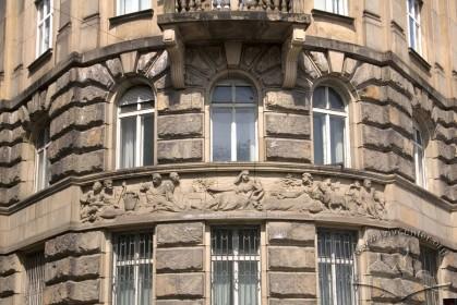 Vul. Lystopadovoho Chynu, 8. Fragment of the building's corner
