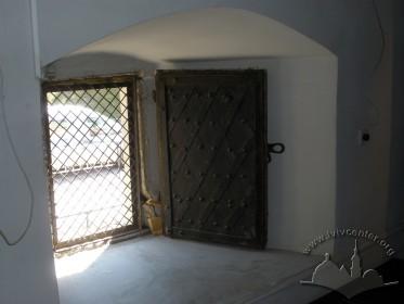 Вул. Підвальна, 5. Вікно ІІ поверху, конструкція віконниці, вигляд з інтер'єру.