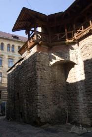 Вул. Підвальна, 5. Фрагмент колишньої вежі линників (канатників) при північно-західному куті будинку арсеналу, вигляд з півдня, з вул. Арсенальної