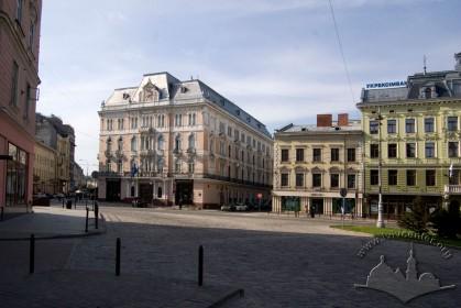 Пл. Міцкевича, вигляд з півночі