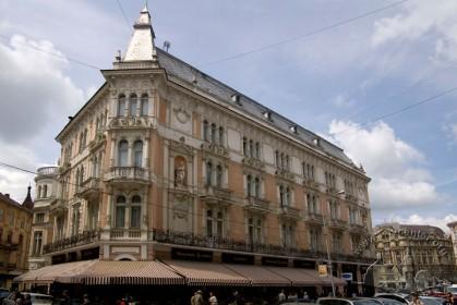 Pl. Mitskevycha, 1. A view from Shevchenka prospect