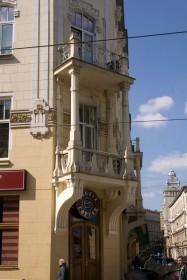 Вул. Костюшка, 1. Один з балконів на наріжнику