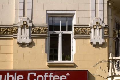 Вул. Костюшка, 1. Вікно 2-го поверху