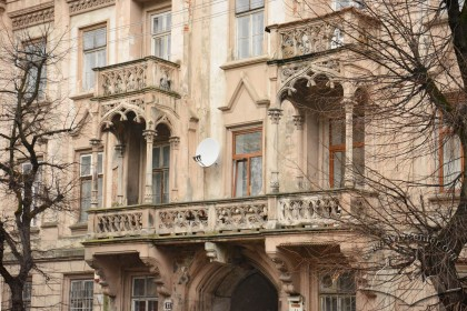 Vul. Stefanyka, 11. Balconies of the main facade