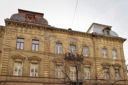 Вул. Крушельницької, 1. Фрагмент фасаду з боку вул. Словацького