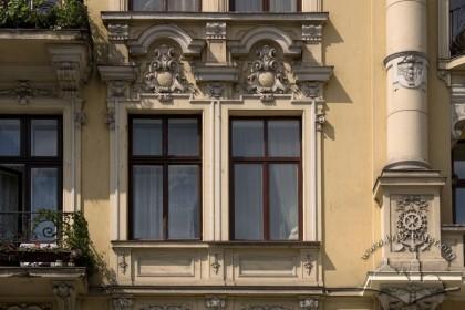 Prosp. Svobody, 35. The 3rd floor windows on the main facade