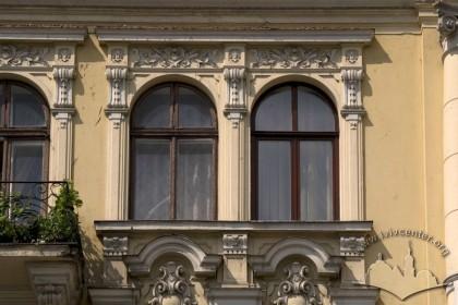 Prosp. Svobody, 35. The 4th floor windows on the main facade