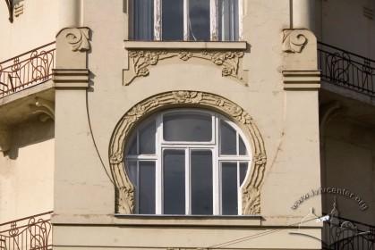 Вул. Чайковського, 6. Вікно 2 пов. на наріжному еркері