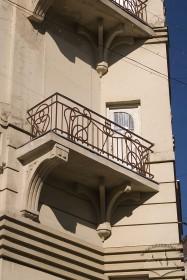 Вул. Чайковського, 6. Один з балконів 3-го поверху